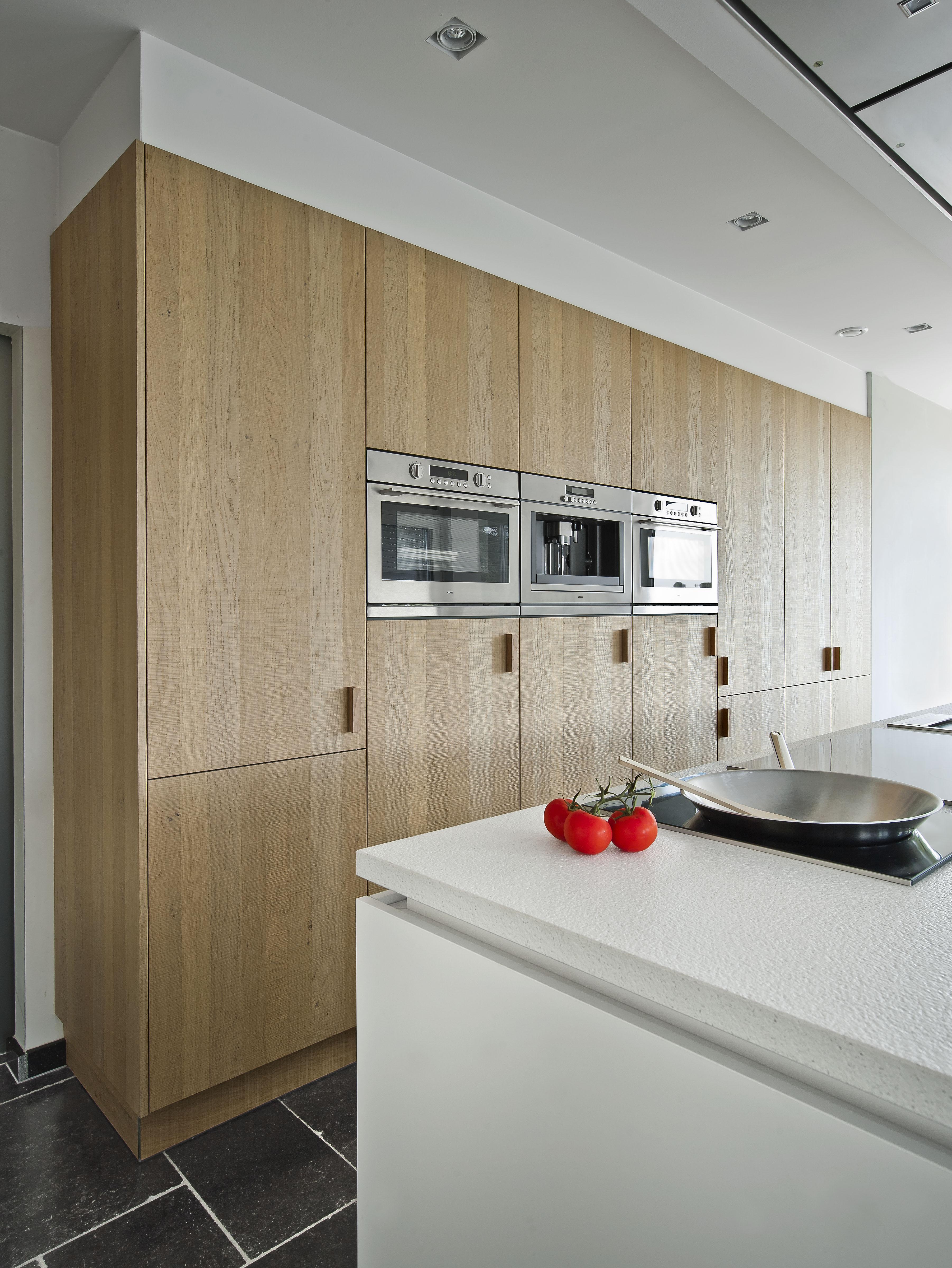 Moderne keuken wit + fineer eik
